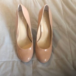 Nine West Nude Patent Round Toe Pumps Size 9.5